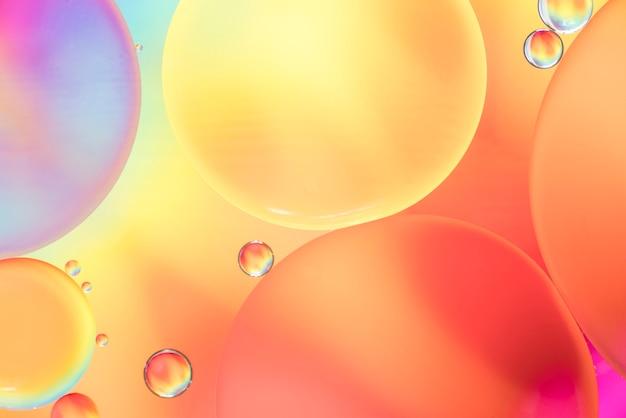 カラフルな背景をぼかした写真の抽象的な泡 無料写真