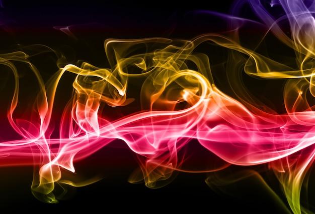 Абстрактный красочный дым на черном фоне Premium Фотографии