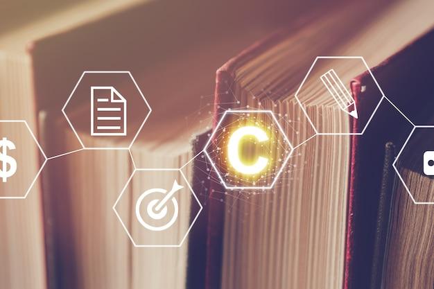 Абстрактная концепция авторского права графика на фоне книг с основными соединениями. Premium Фотографии