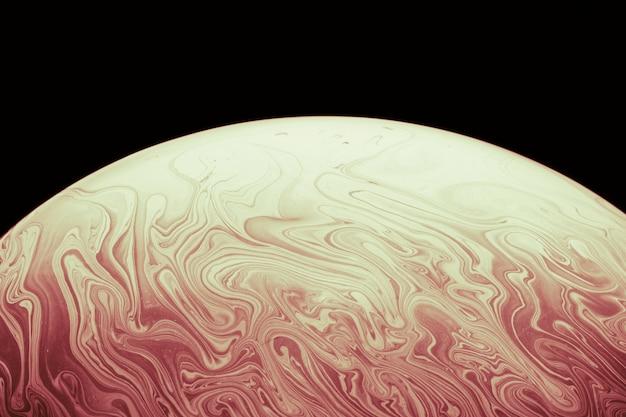 Bolla di sapone liscia astratta su fondo nero Foto Gratuite