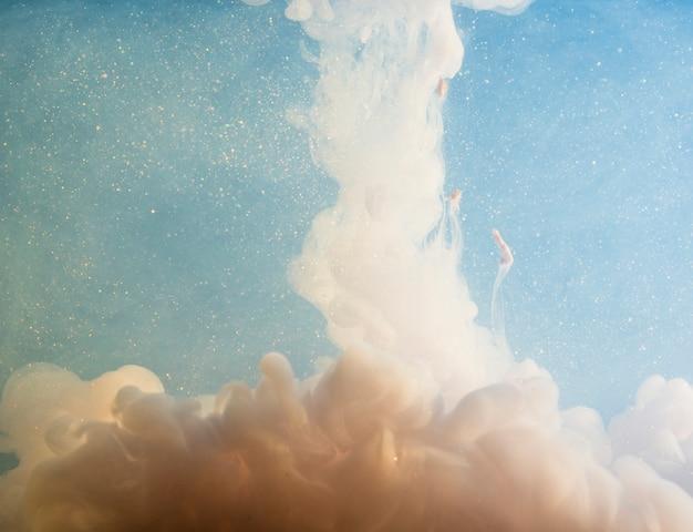 ビット間の抽象的な白い霧 無料写真