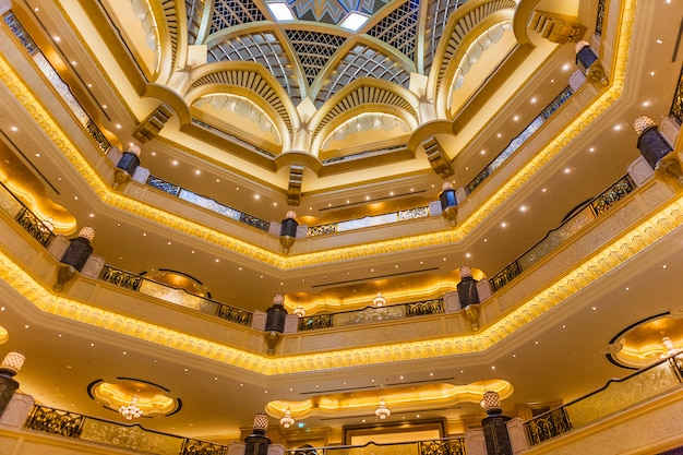 Abu dhabi, uae - march 16: dome decoration in emirates palace hotel on march 16, 2012. this is a luxurious and the most expensive 7 star hotel designed by renowned architect, john elliott riba. Free Photo