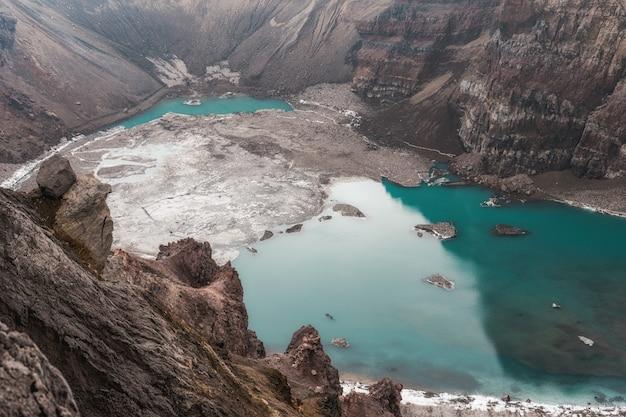 Активный вулканический кратер, мутновский вулкан, камчатка Premium Фотографии