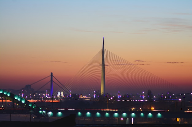 Ponte ada sul fiume sava al tramonto a belgrado, serbia Foto Gratuite