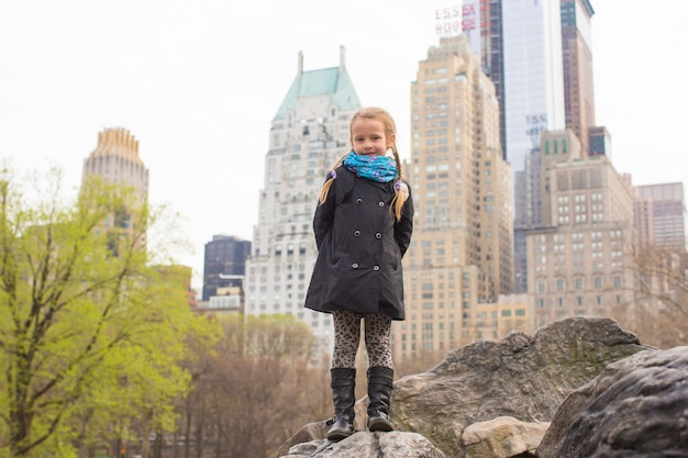 Adorable little girl in central park at new york city Premium Photo