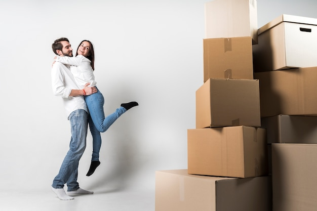 Adorable young family celebrating relocation Premium Photo