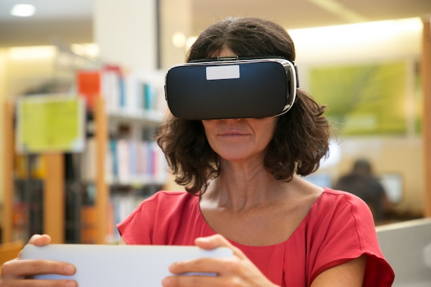 Adult Female Student Using Vr Headset While Doing Research -9554