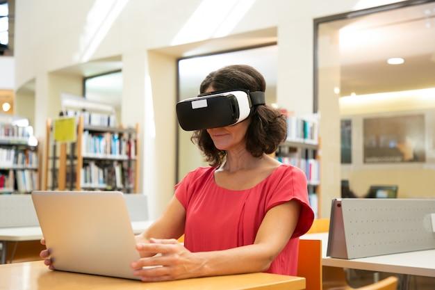 Adult female student using vr simulator Free Photo