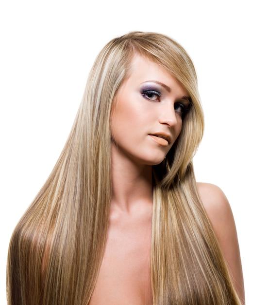 Ragazza adulta con i capelli biondi di bellezza Foto Gratuite