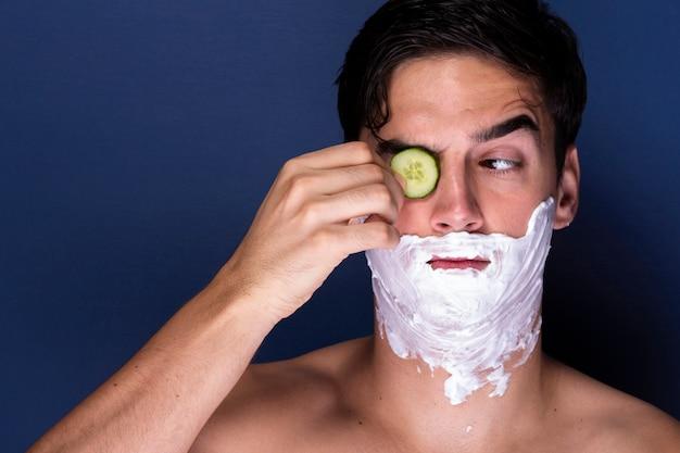 Adult man applying wellness treatment Free Photo