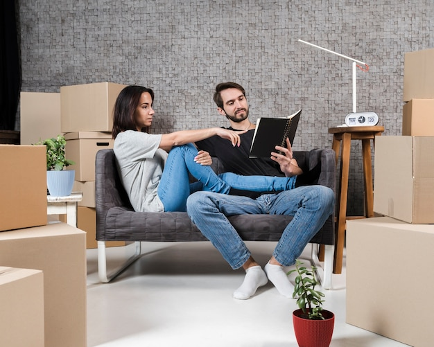 Adult man and woman planning relocation together Free Photo