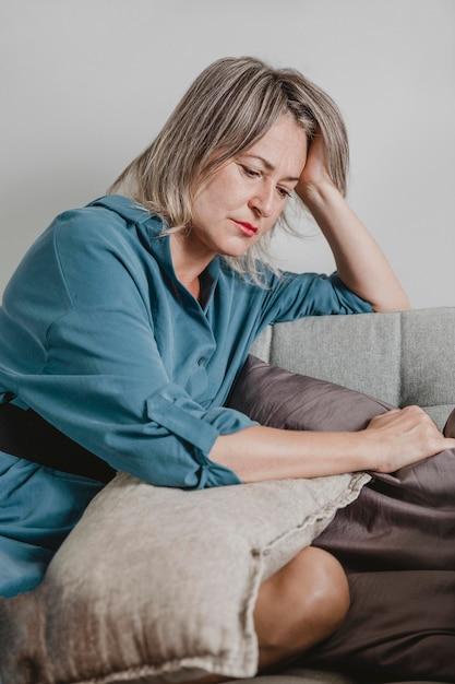 집에서 스트레스 성인 여자 무료 사진