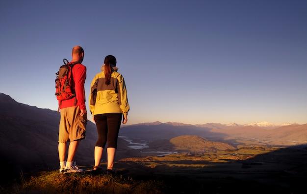 Adventurists enjoyong a beautiful sunrise, queenstown, new zealand. Premium Photo