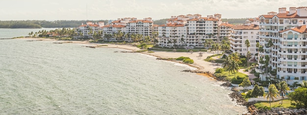 Aerial drone view of apartments in fisher island Premium Photo
