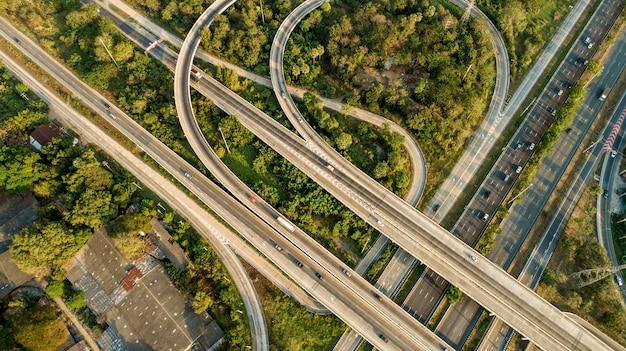 Aerial expressways that are heavily traveled Premium Photo