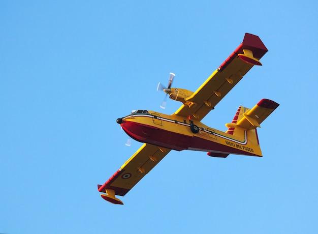 Aerial firefighting Premium Photo