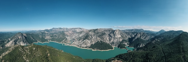 Aerial panoramic view mountain, water, vegetation Free Photo