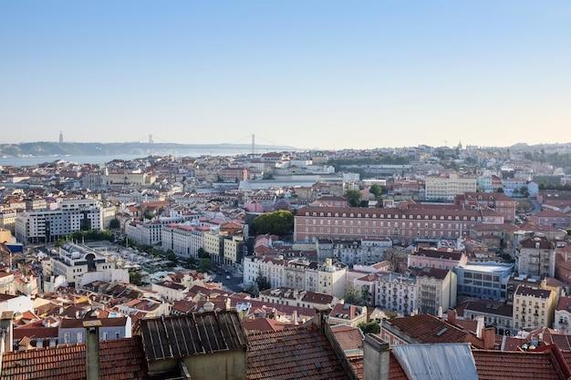 ポルトガルの建物で覆われているリスボンの空中写真 無料写真
