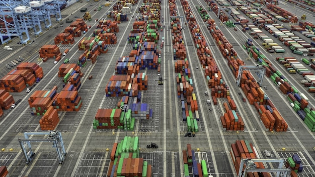 Ripresa aerea di grandi aree container Foto Gratuite