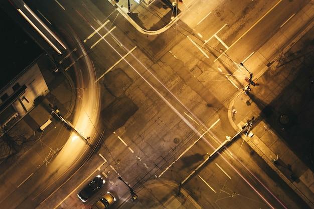 Воздушный выстрел из городского городского шоссе ночью Бесплатные Фотографии