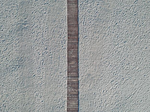 空のアゾフ海ビーチ、ウクライナの空中夏景色 Premium写真