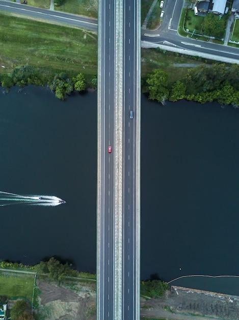 Воздушный симметричный снимок моста Бесплатные Фотографии