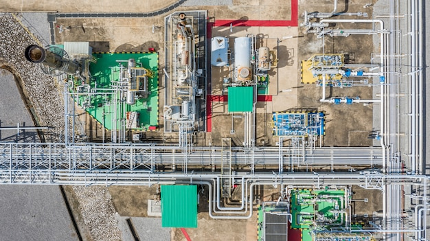 Aerial top view natural gas pipeline, gas industry, gas transport system, stop valves and appliances for gas pumping station. Premium Photo