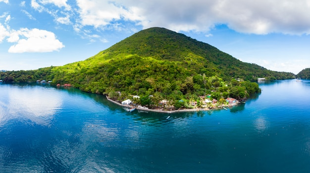 Aerial view banda islands moluccas archipelago indonesia Premium Photo