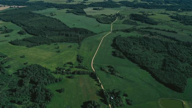 Vista aerea della campagna e della ferrovia Foto Gratuite