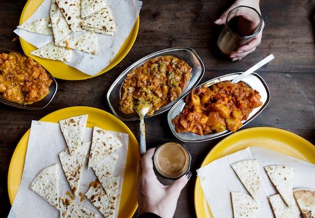 Aerial view of couple enjoying rajasthani cuisine Free Photo