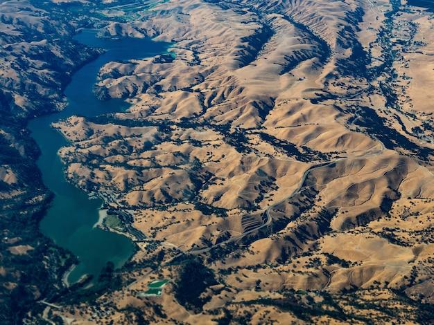 Vista aerea del bacino idrico di don pedro, california Foto Gratuite