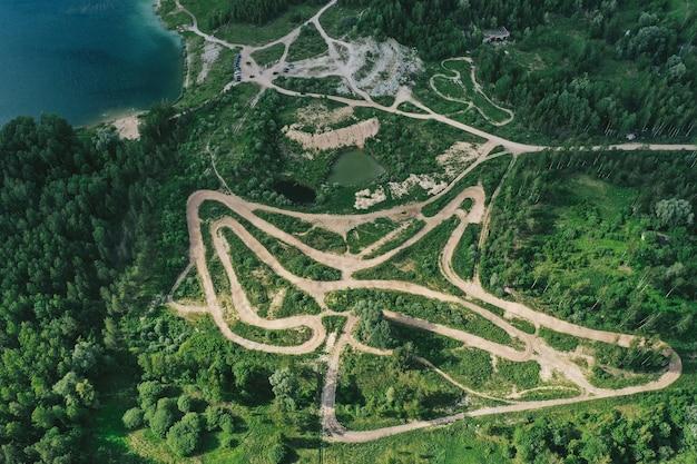 Vista aerea di strade forestali Foto Gratuite