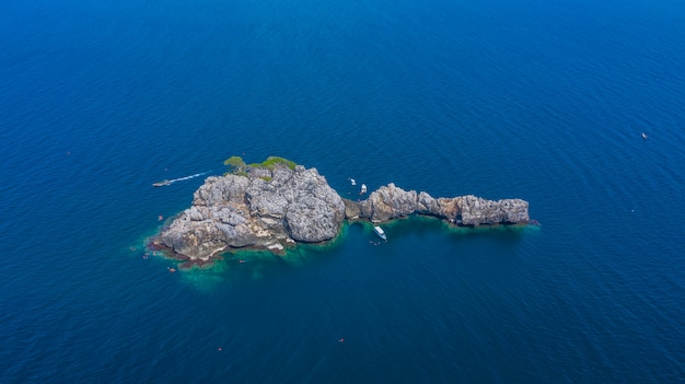 Aerial view lan ped lan kai island, whale shark  scuba diving and snorkeling in thailand, chumporn Premium Photo
