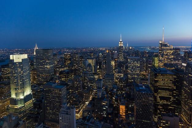 Aerial view of new york at dusk Premium Photo