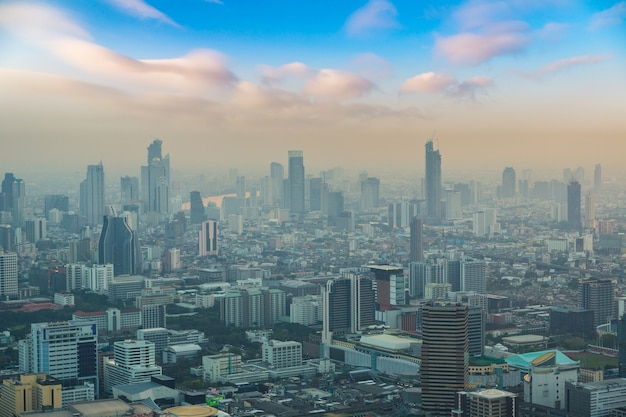 Аэрофотоснимок бангкока на закате Premium Фотографии