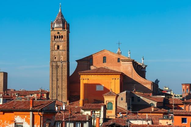 イタリア、ボローニャのボローニャ大聖堂の航空写真 Premium写真