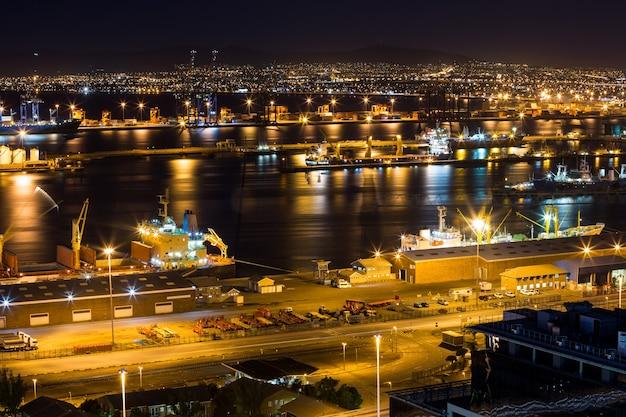 夜のビジネス地区の空撮 無料写真