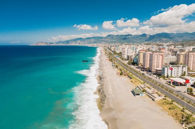Вид с воздуха города на береговой линии в турции Бесплатные Фотографии