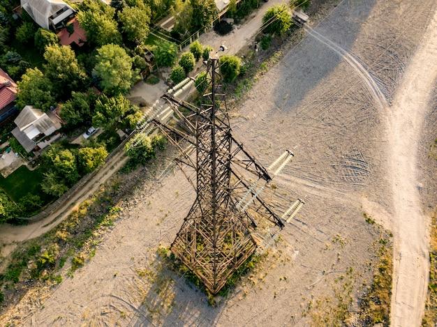 Аэрофотоснимок высоковольтных линий электропередач опоры башни d Premium Фотографии
