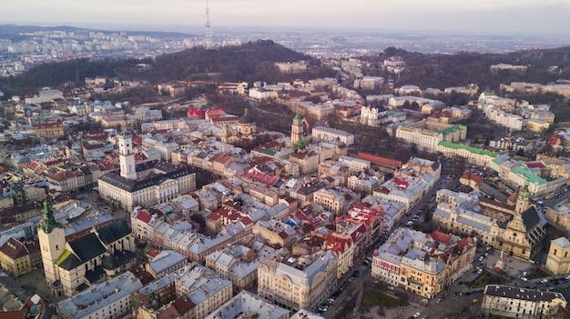 Аэрофотоснимок исторического центра города львова. центр львова в западной украине сверху Бесплатные Фотографии
