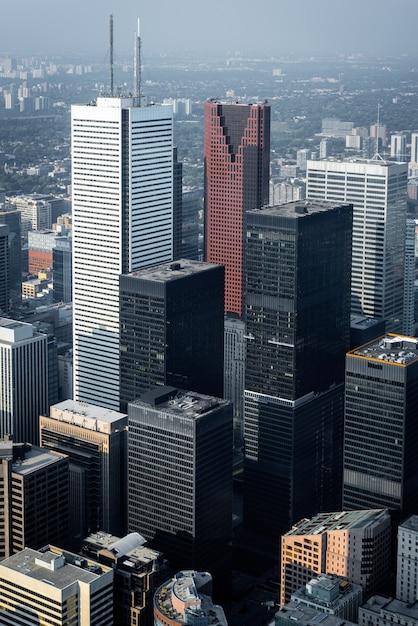 Вид с воздуха на современные небоскребы и офисные здания в финансовом районе торонто Premium Фотографии