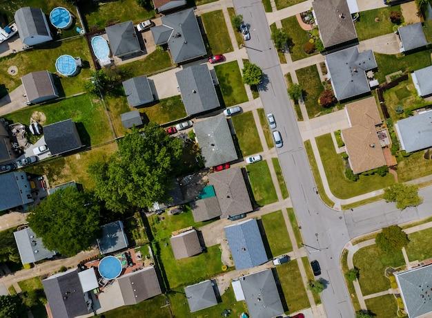 아름다운 마을 도시 풍경 파르마 오하이오 미국에서 주거 지역의 공중보기 프리미엄 사진