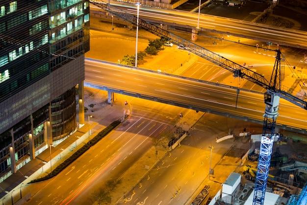 비즈니스 지구에있는 거리와 사무실 건물의 항공보기 무료 사진