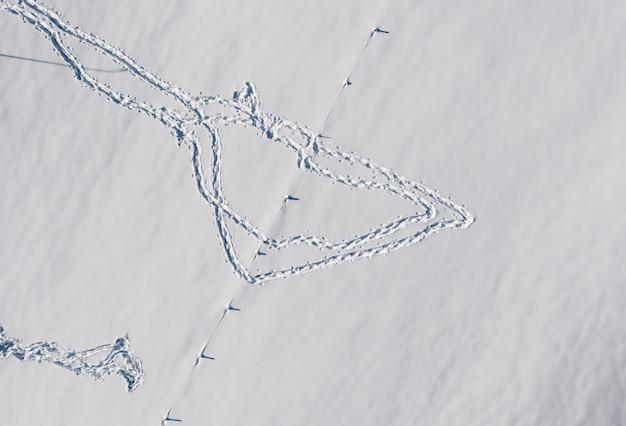 Вид с воздуха на следы на снегу зимой Бесплатные Фотографии