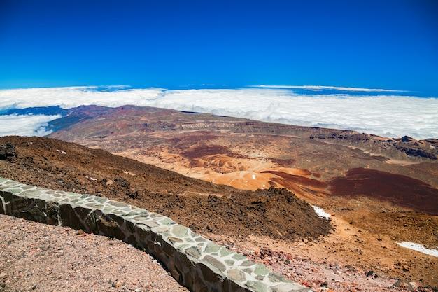 Вид с воздуха на пейзаж с вулканической горы тейде на тенерифе, испания Premium Фотографии