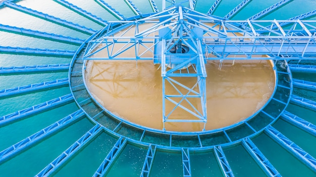 Aerial view recirculation solid contact clarifier sedimentation tank Premium Photo