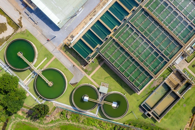 Aerial view of the solid contact clarifier tank type sludge recirculation in water treatment plant Premium Photo