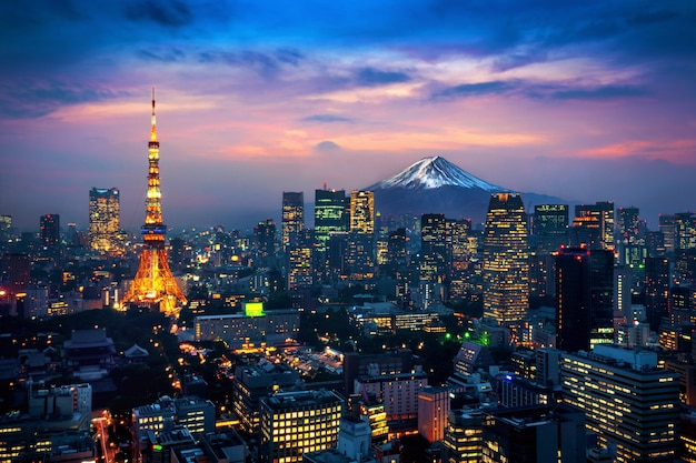 Vista aerea del paesaggio urbano di tokyo con il monte fuji in giappone. Foto Gratuite