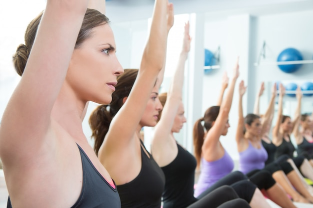 Aerobic pilates personal trainer in a gym group class Premium Photo
