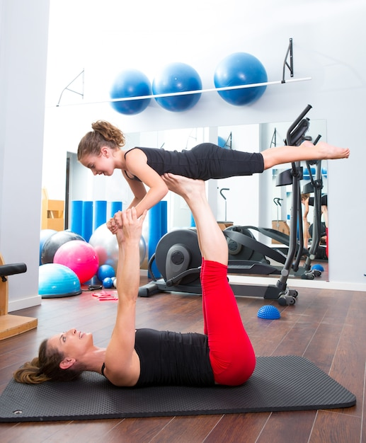 Aerobics woman personal trainer of children girl balance Premium Photo